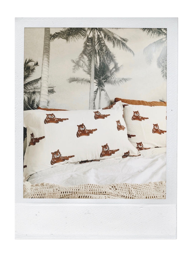 les tigres pillow pair | rust