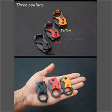 Carregar imagem no visualizador da galeria, Mini Canivete Karambit - Necklace Outdoor
