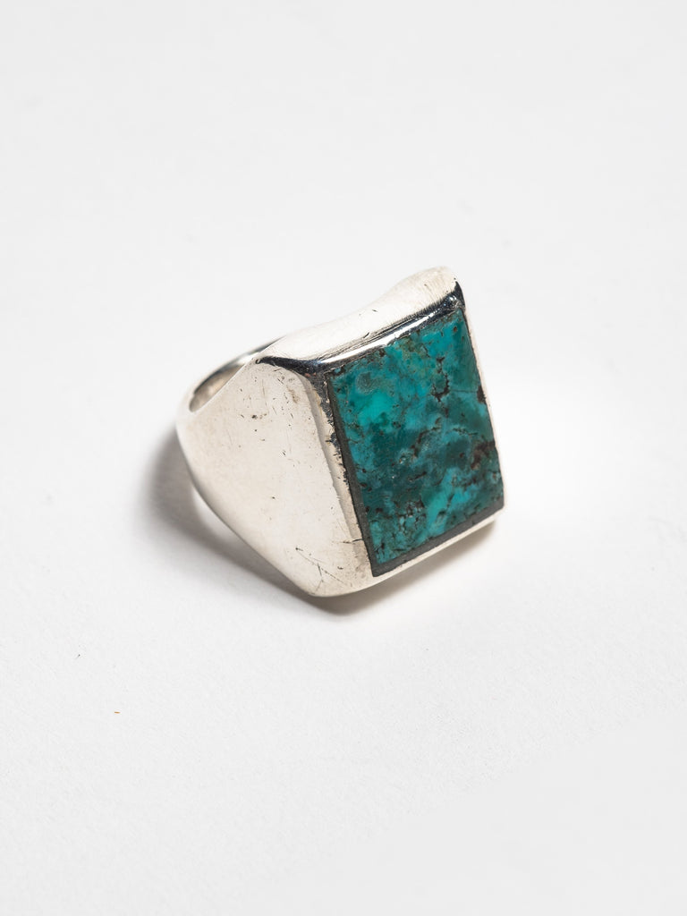 Vintage Navajo Sterling Silver Heavy Gauge Ring with inset turquoise stone
