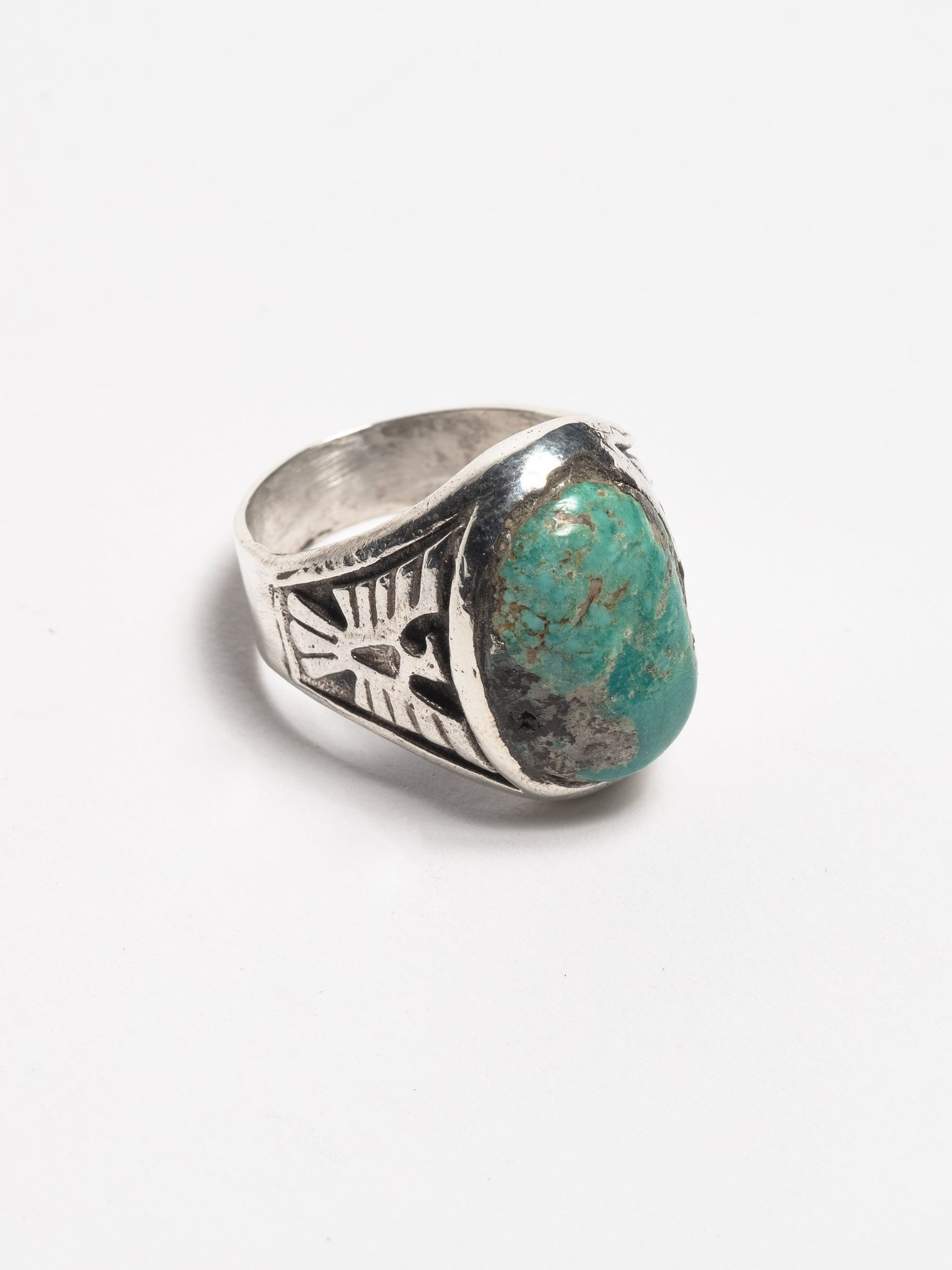 vintage-1950-s-navajo-sterling-silver-men-s-ring-with-inset-cast-thunderbirds-and-early-morenci-turquoise-stone