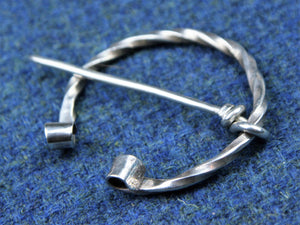 Pennanular Twist Brooch in Sterling Silver