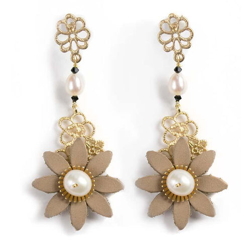 Daisy filigree, pearl onyx earrings