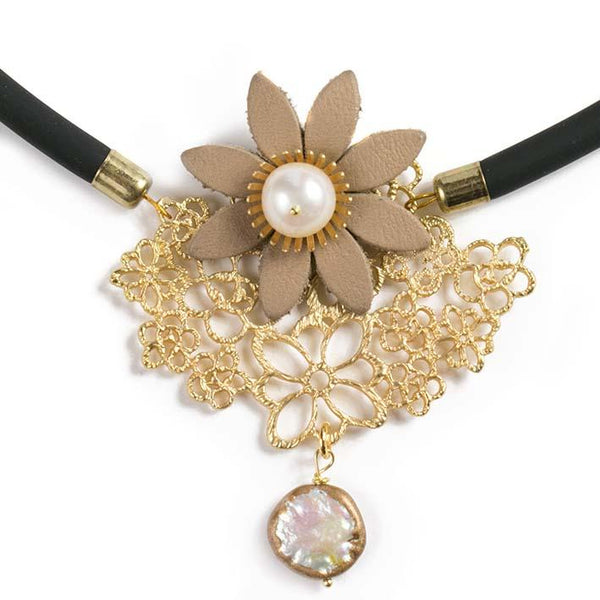 Daisy necklace, pearl