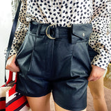 Short in ecopelle con marsupio