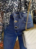 Jeans con bottoni in strass