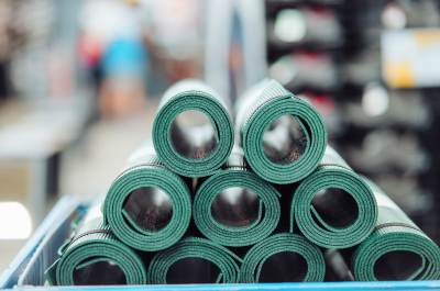 How to Find the Right Yoga Mat and Break It in?