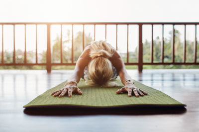 Time to roll out your yoga mat on the living room floor - Yoga at home - Majisports