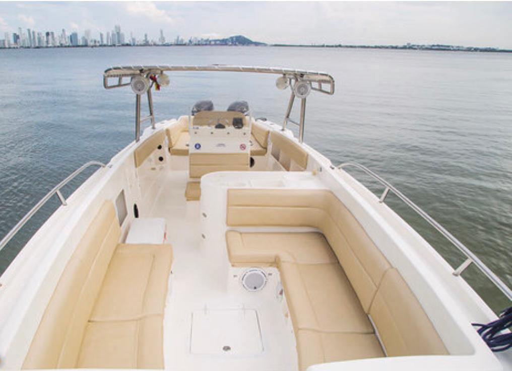 White Speedboat (42 ft)