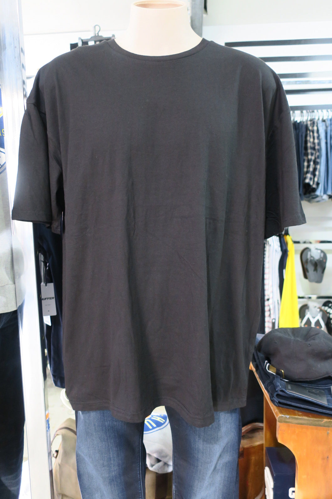 Staple tee black