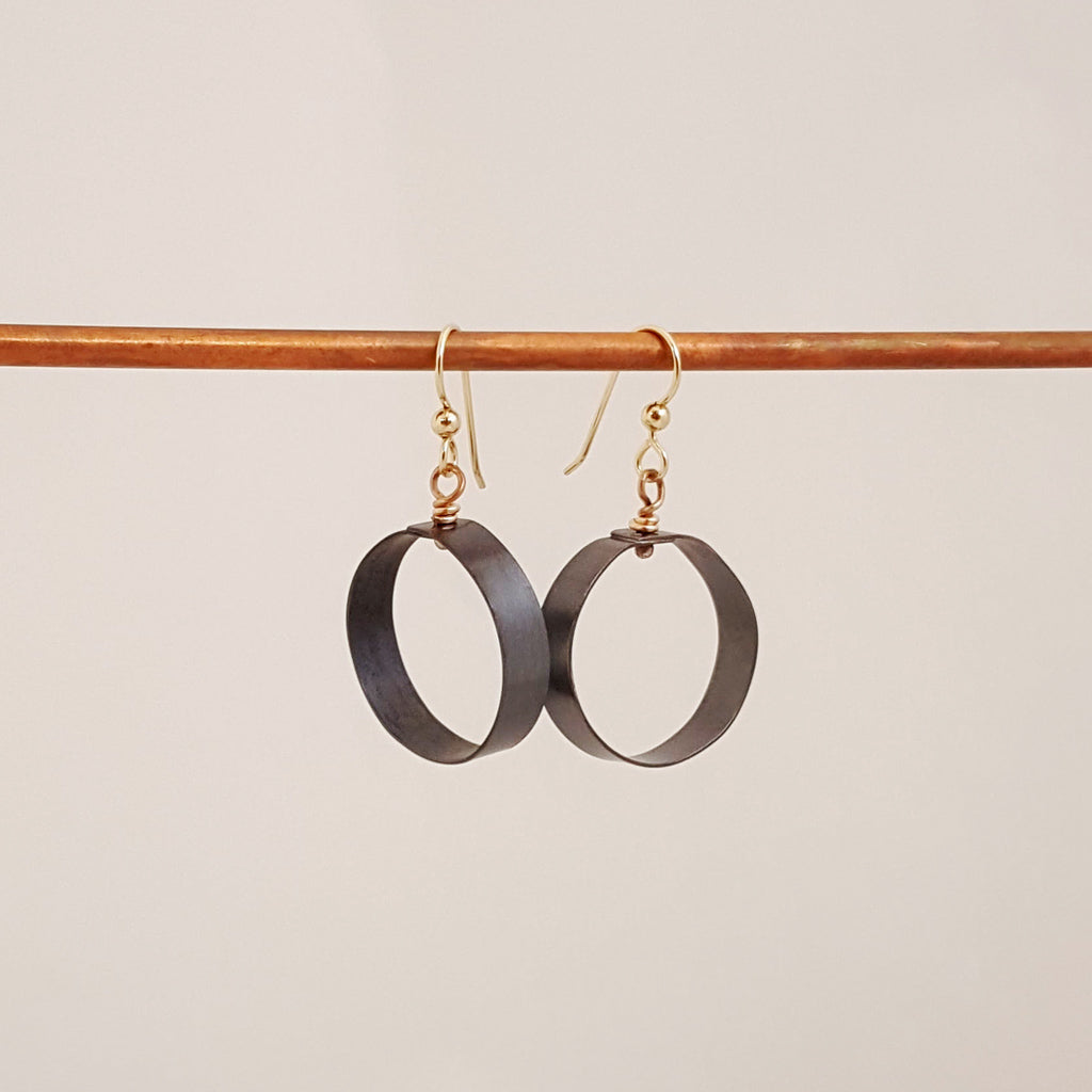 Black to Basics in Circles Sm - Earrings