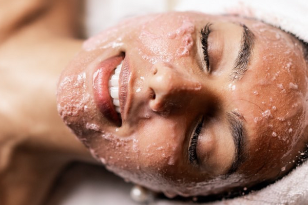 Woman getting Oxygeneo Oxypod Red Algae Facial