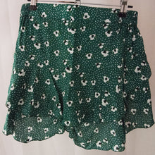 Load image into Gallery viewer, Shorts by Thatch & Catcher - Preloved