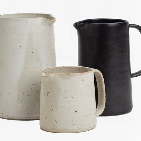 medium pitcher, black