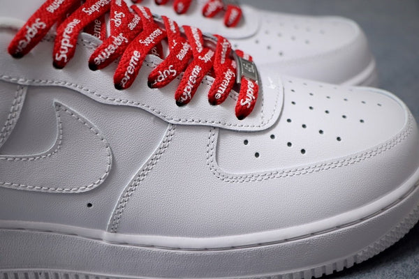 NIKE AIR FORCE x SUPREME