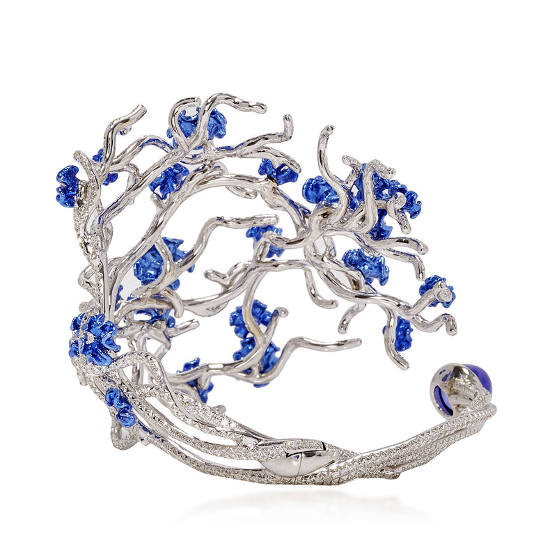 White gold stem bracelet studded with blue rhodium blooms