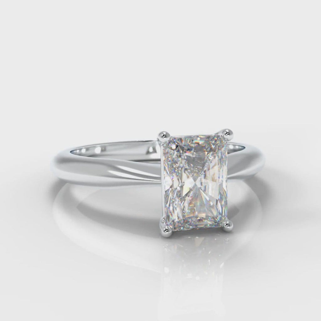 Carrée Solitaire Radiant Cut Diamond Engagement Ring