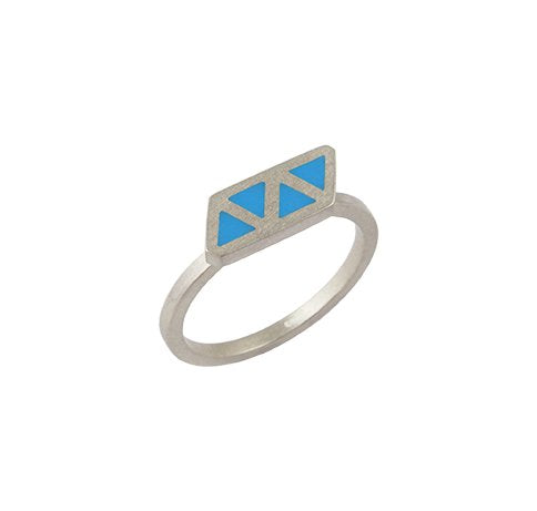 Triangle quatre stackable ring