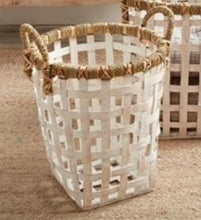 Load image into Gallery viewer, Small Rattan Basket