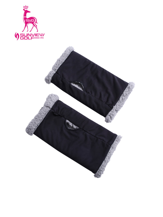 Gloves with fleece lining, in black.
