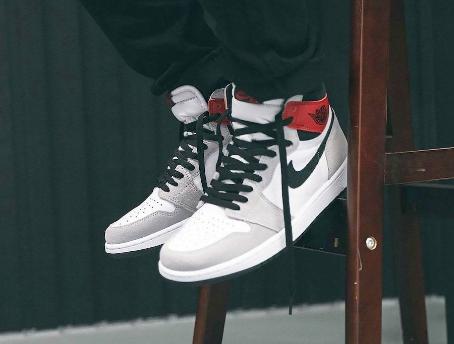 Nike Air Jordan 1 Retro High OG 'Light Smoke Grey'