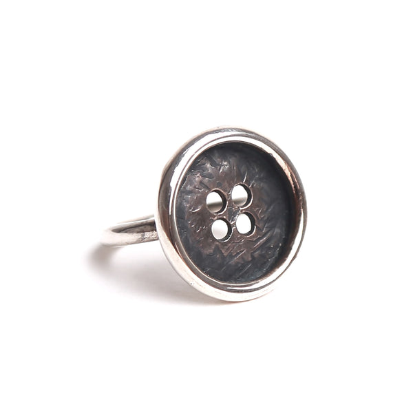 AN JB SILVER BUTTON RING