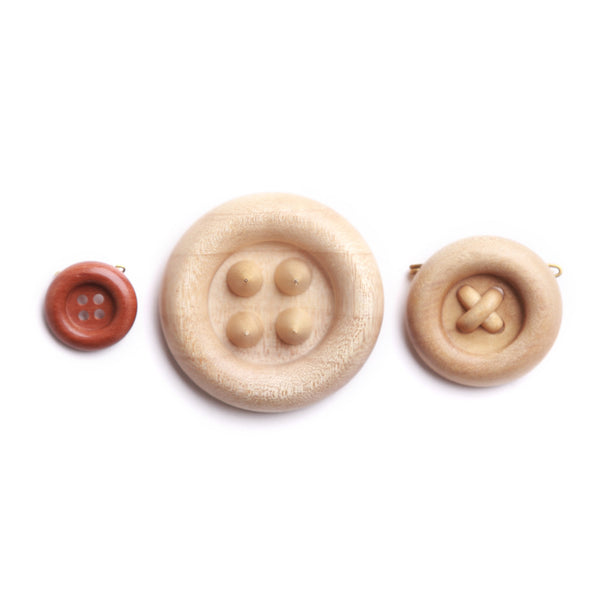 AN WOODEN BUTTON BROOCHES