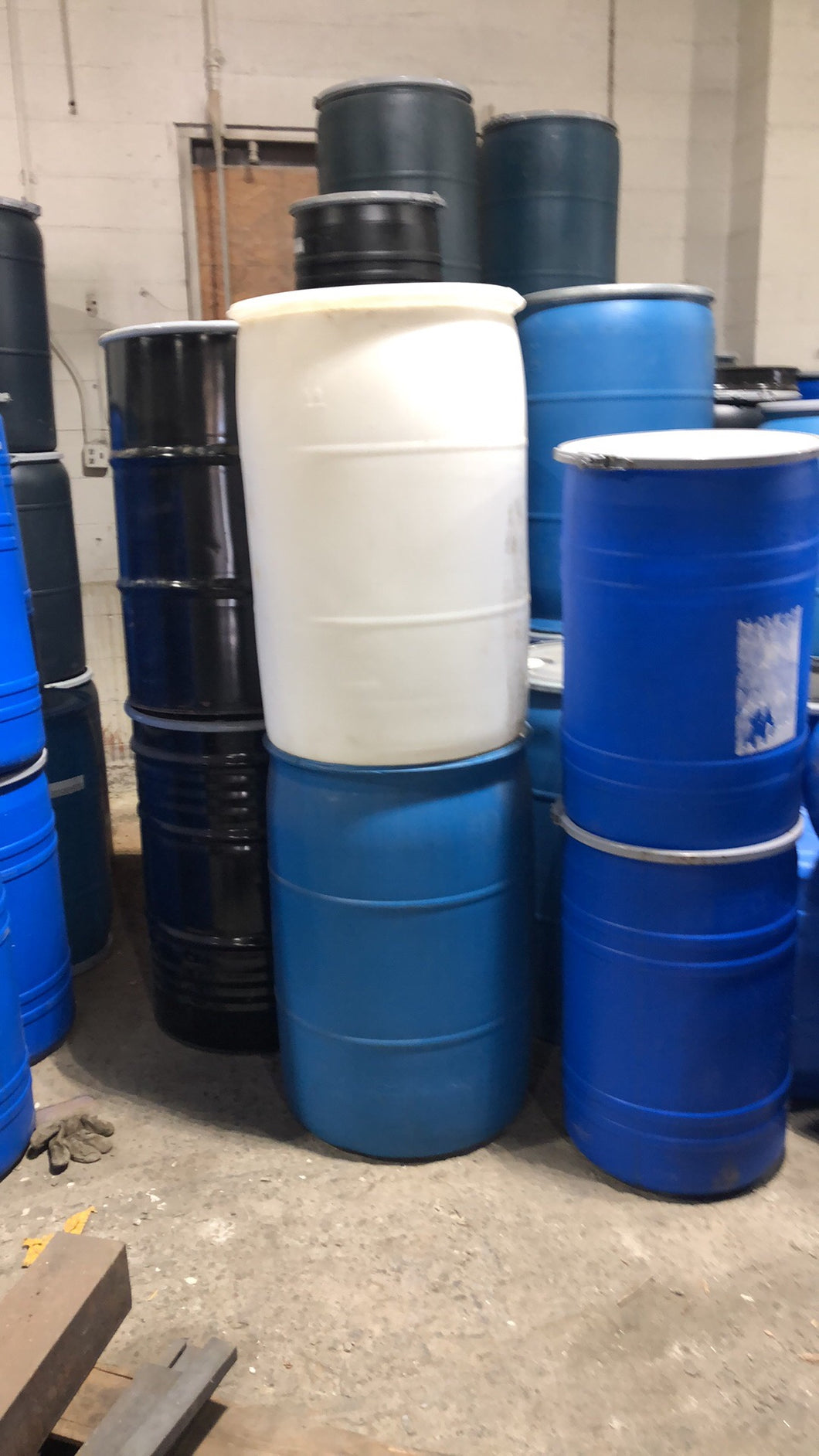 55 gallon used plastic closed top drums, non haz