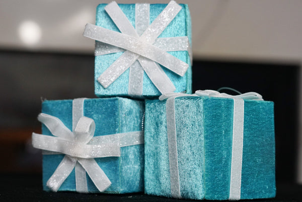 Tiffany Blue Gift Box with Bow Ornament