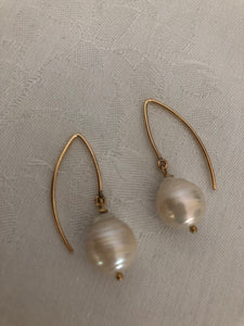 Baroque pearl earrings