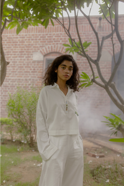 Sui | THE BAY hand-embroidered organic cotton crop shirt from Flow Winter Collection 2019