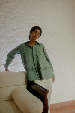 Sui | THE BAYSIDE embroidered, herbal-dyed classic oversized organic cotton shirt from Flow Winter Collection 2019