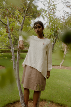Sui | THE FLOW knit casual top in hand-embroidered, handwoven nettle and bamboo fabric from Flow Winter Collection 2019