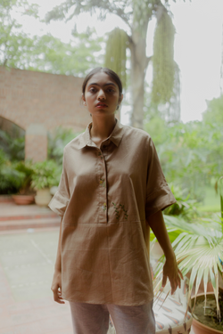 Sui | WILD HEART embroidered, herbal-dyed, classic, oversized organic cotton shirt (Flow edition) from Flow Winter Collection 2019