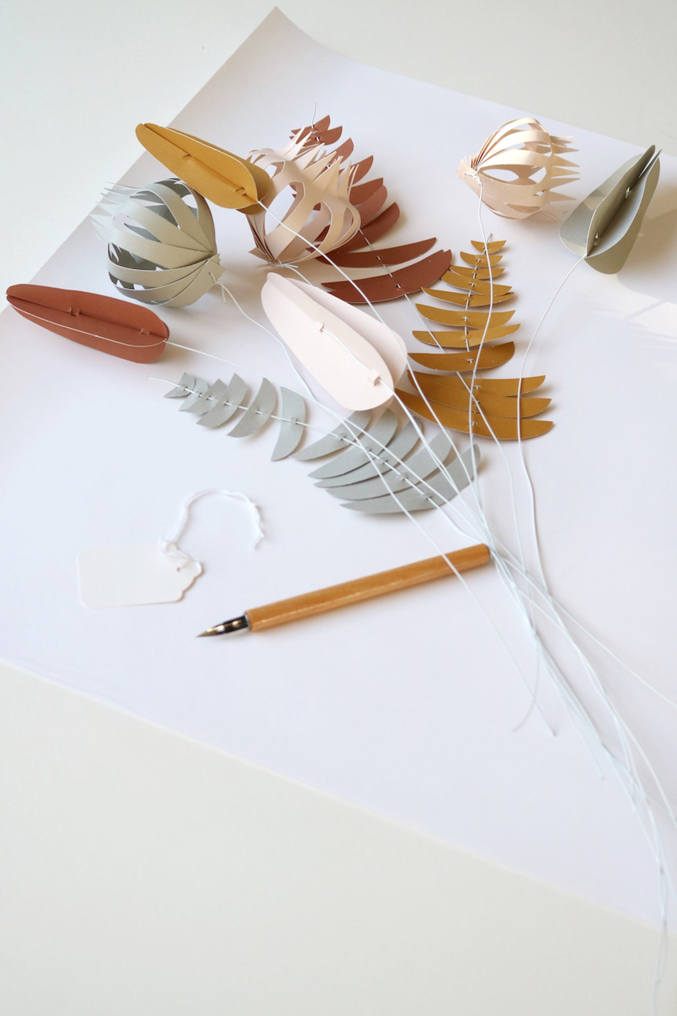 KORE - DIY paper flowers and wire