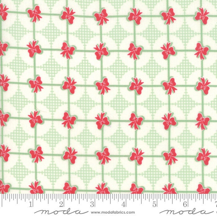 Sweet Christmas by Urban Chiks | Green Christmas Present Fabric