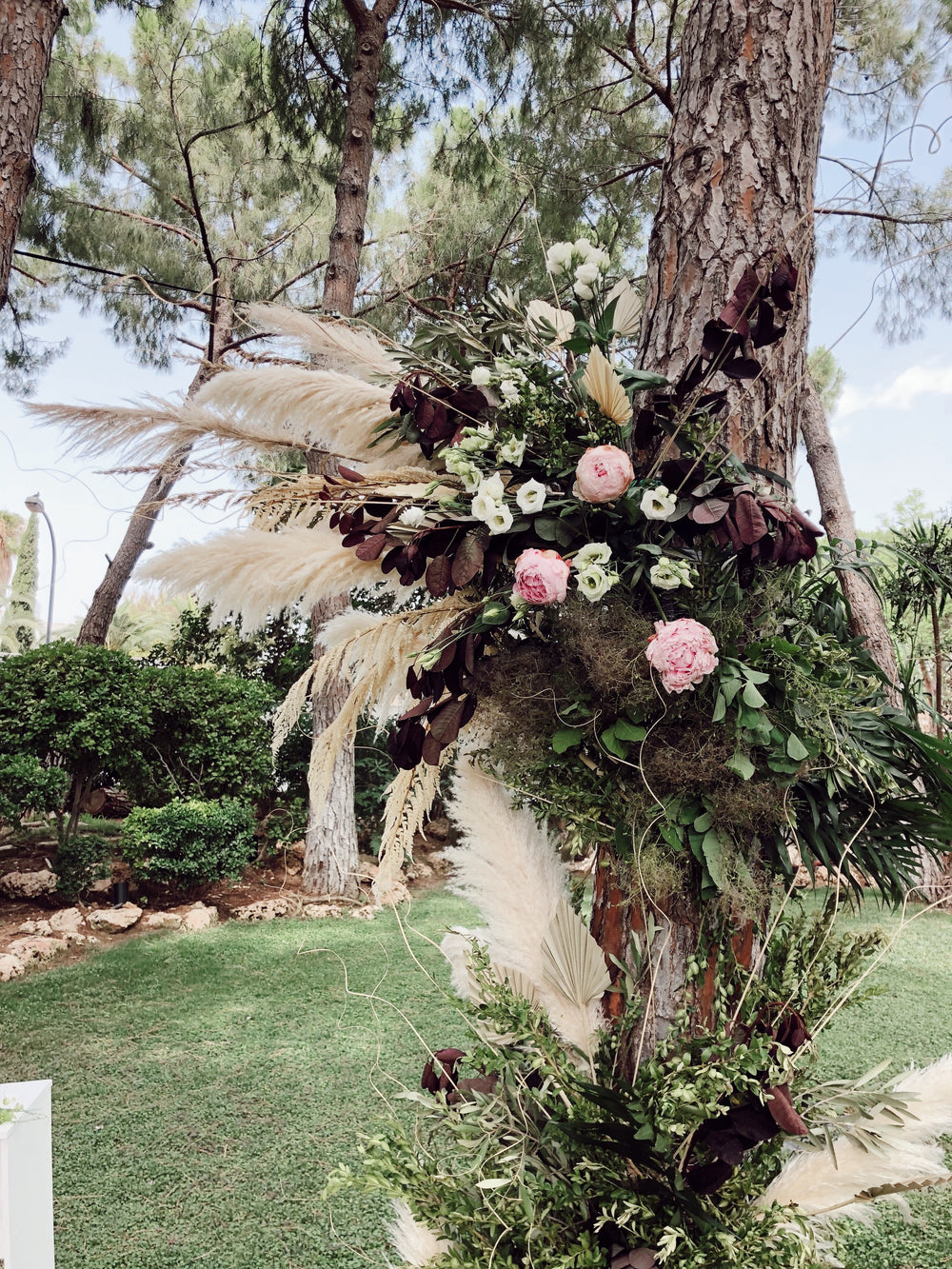 Decoración ceremonia civil con plumas. Bodas