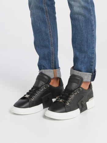 Black Skull Contrast Sole Sneakers