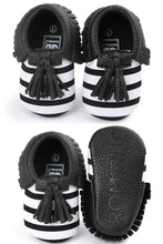 Load image into Gallery viewer, Beetle Bootie Shoes (Babies)