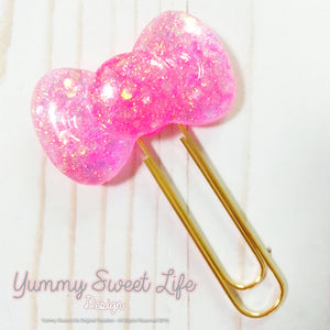 Bow Resin Paperclip