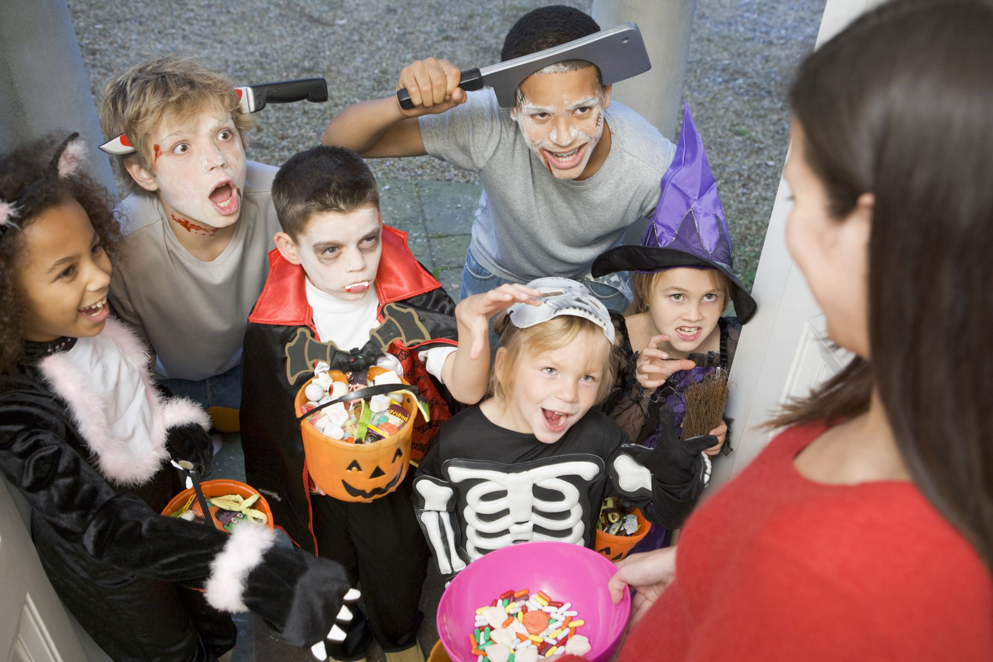A Step-By-Step Guide To Trick-Or-Treating | Trick-or-Treating Costumes For Kids