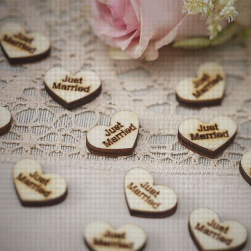 "Vintage Affair Heart Wood Confetti ""Just Married"" - 2.5cm - Pack of 25 Chips"
