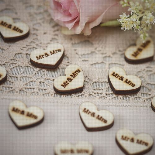 "Vintage Affair Heart Wood Confetti ""Mr & Mrs"" - 2.5cm - Pack of 25 Chips"