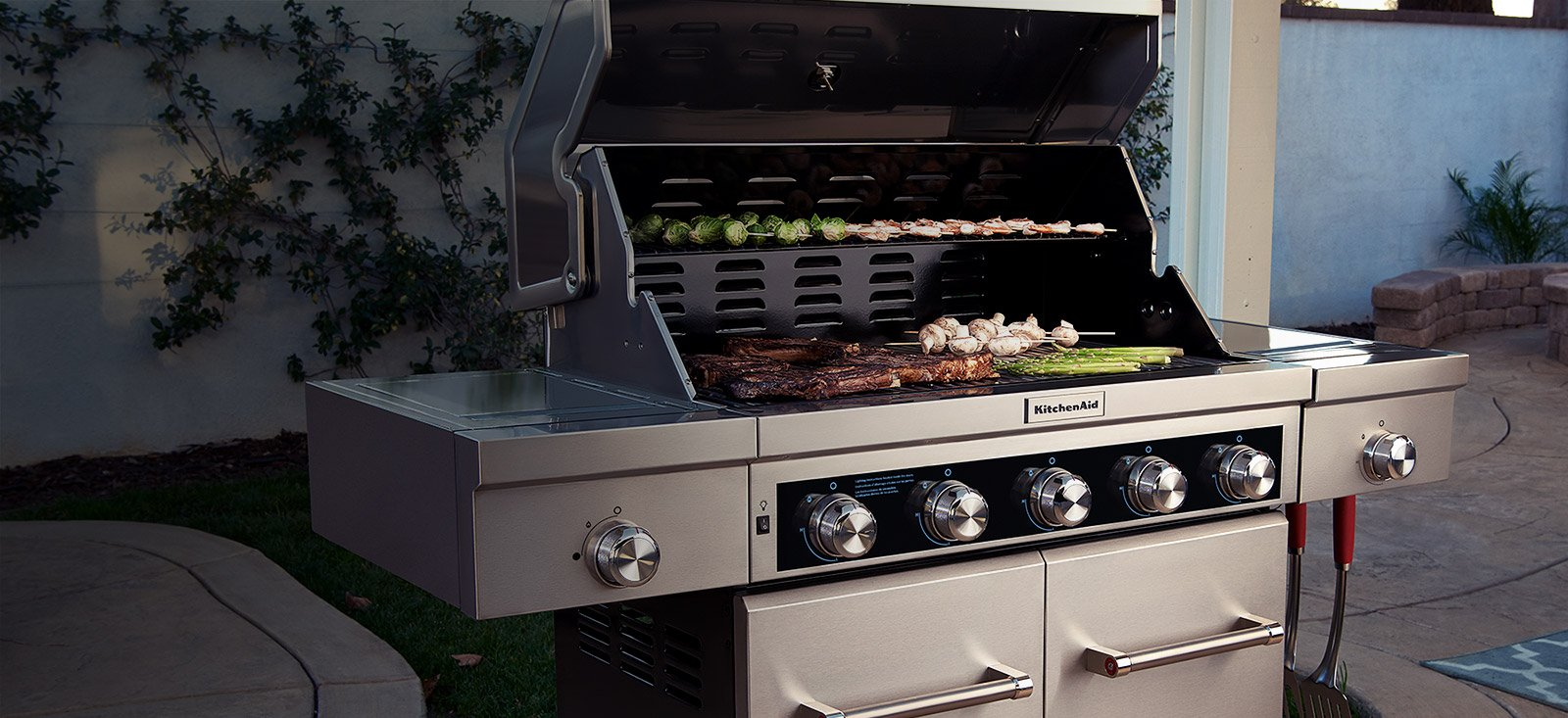 4 Burner Propane Bbq In Stainless Steel With Ceramic