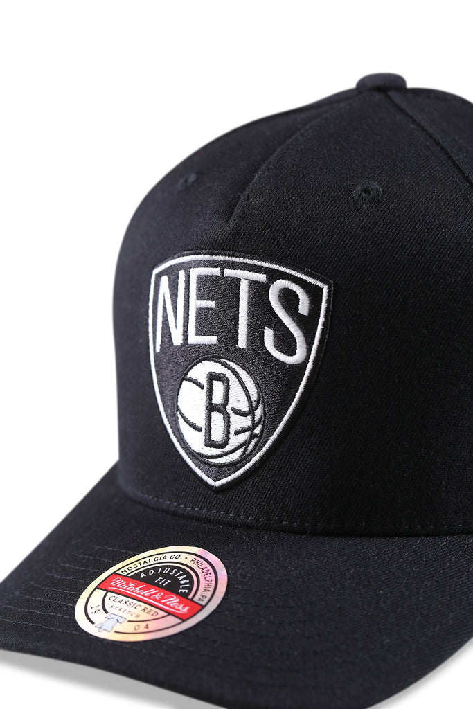 M&N Nets Team Colour Logo Pinch Panel Black Snapback Detail