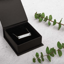 Load image into Gallery viewer, necklace and black gift box