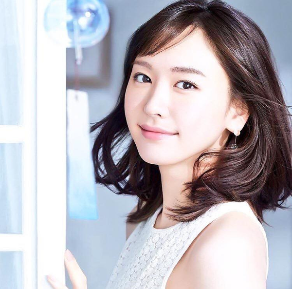 What Do Yui Aragaki, Haruka Ayase, And Other Japanese Actresses Have In Their Makeup Bags?