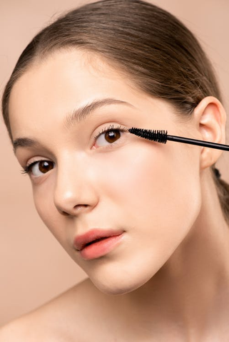 How To Apply Makeup That Lasts All Day During Winter