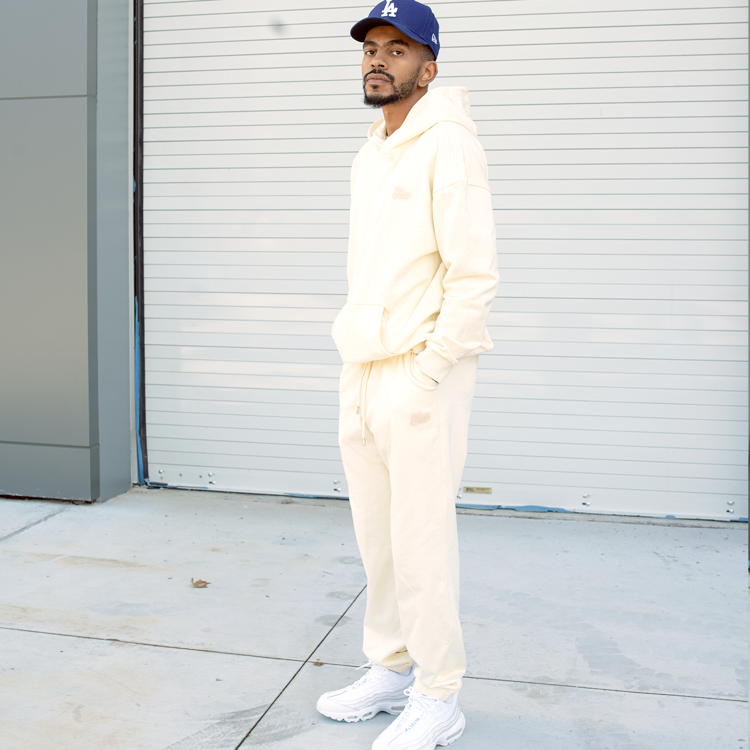 UNIFORM JOGGER CREAM