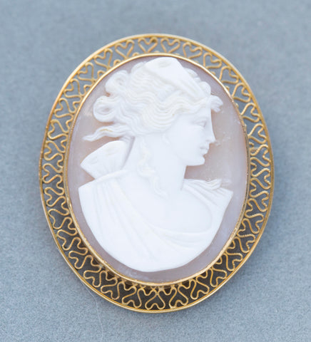Vintage Highly Detailed Cameo 14k Yellow Gold Pendant Brooch