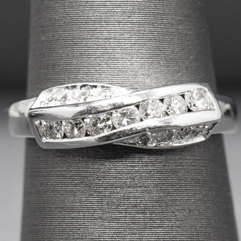 0.39ctw Diamond Cross Over Twist Infinity Band Ring in 18k Size 5.75